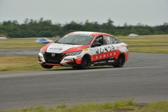 Coupe Nissan Sentra à Shannonville